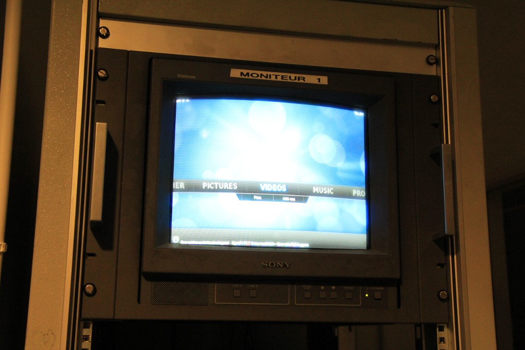 RPi sunning OpenELEC plugged in an old Sony Trinitron monitor
